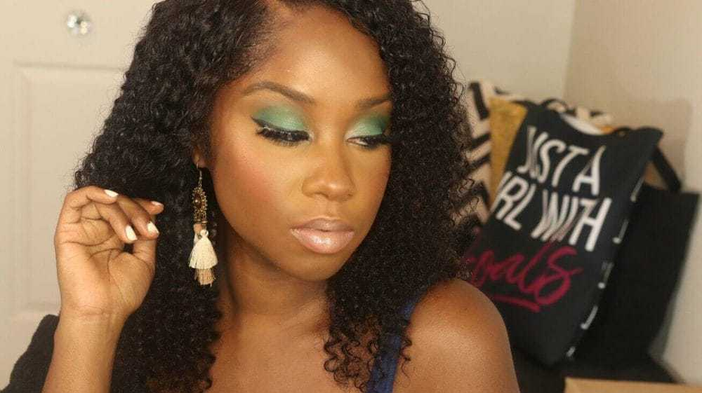 Get the look: Green Eyes & Curly Hair